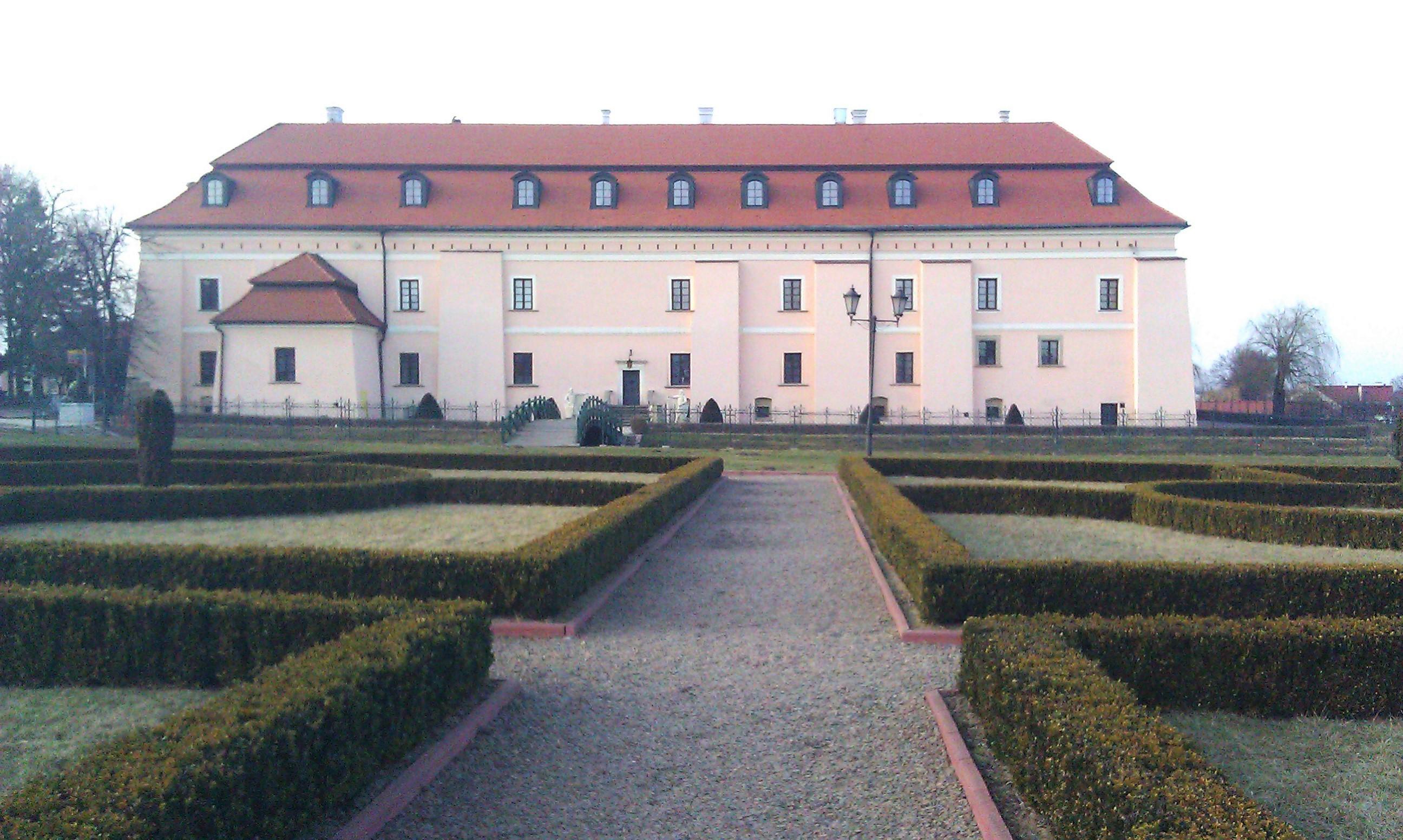 Bukszpany przy zamku w Niepołomicach