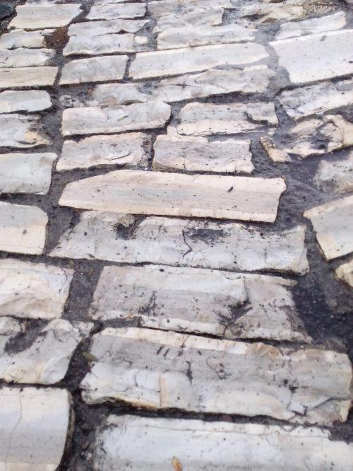 elementy kamienne mogą tworzyć pewien wzór